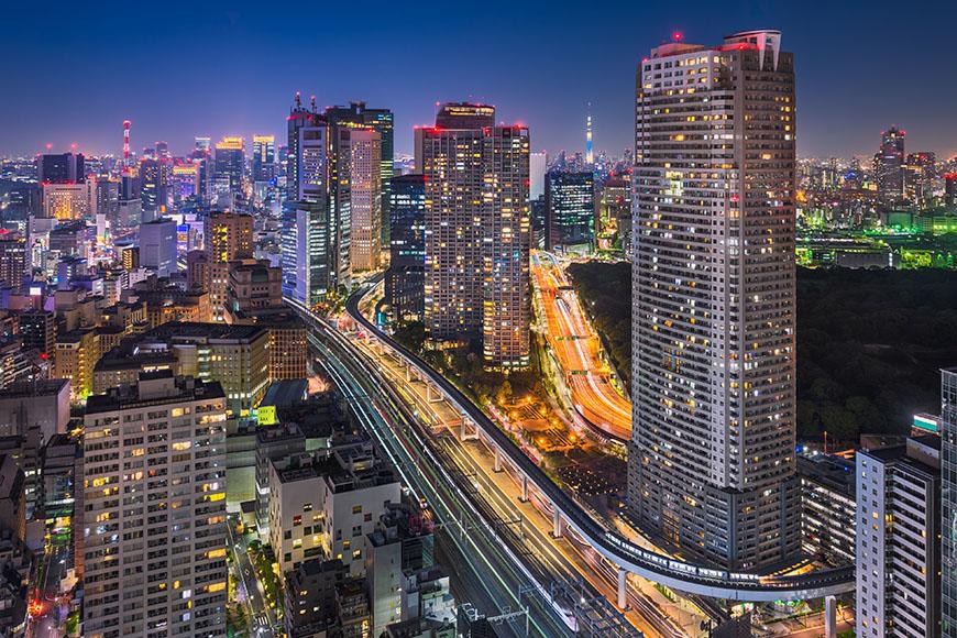 tokyo skyline at night.